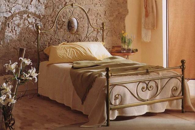 Letto una piazza e mezzo iris vendita on line di letti for Letti a castello in ferro battuto